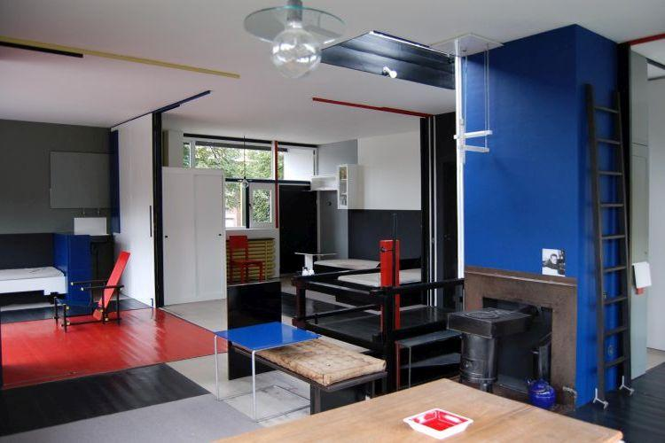 The gallery for rietveld schroder house plan for Interieur architecten